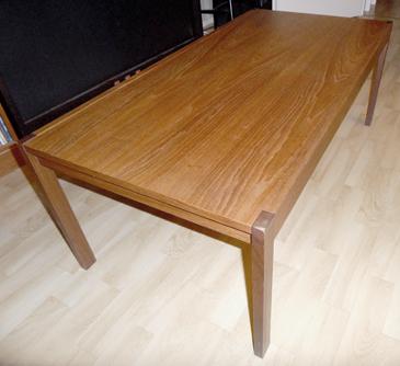 Pöytä Duetta.