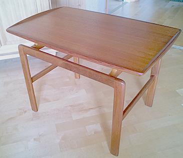 Pöytä Salvador.